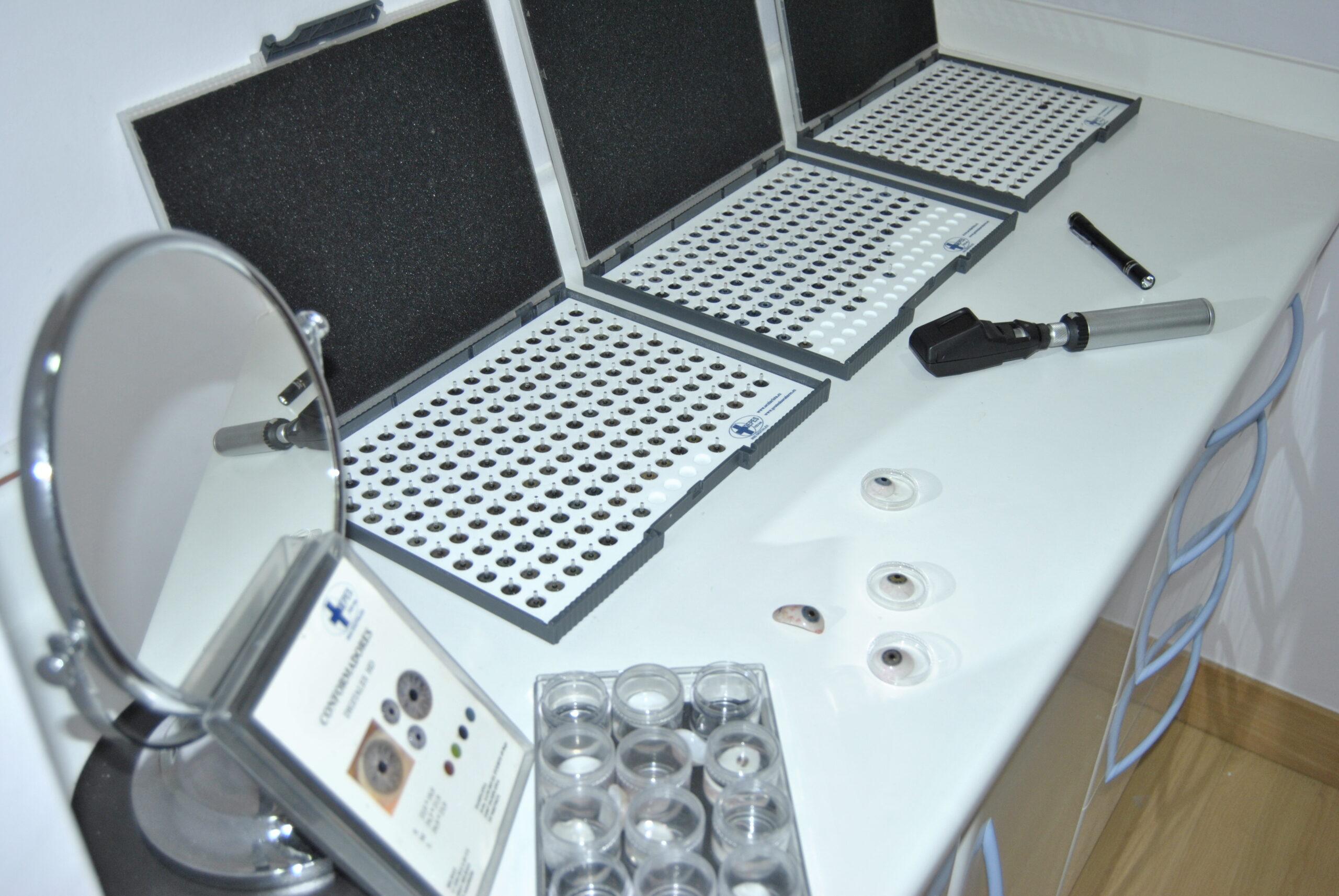 muestras de prótesis oculares